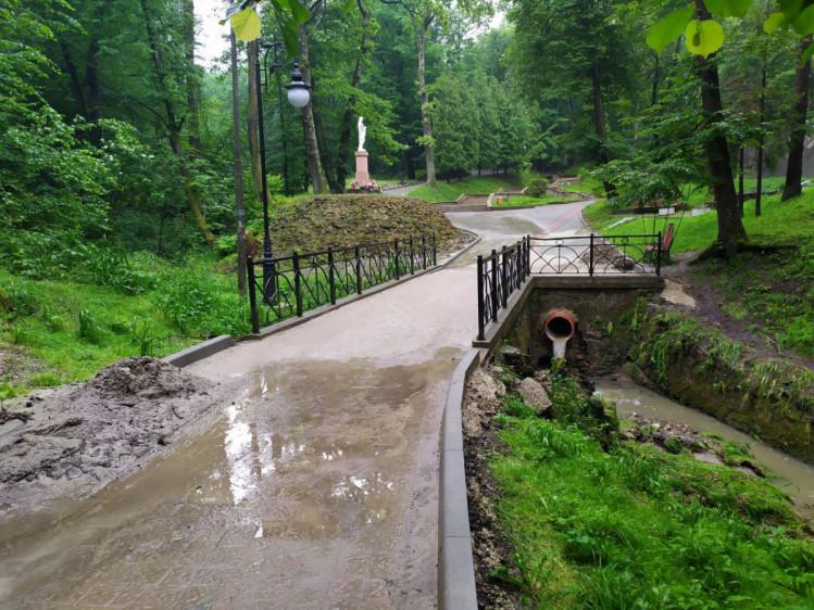 Який вигляд має курортний парк Трускавця після сильного дощу (ФОТОРЕПОРТАЖ)